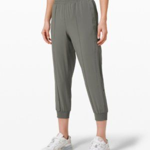 Wanderer Cropped Jogger BNWT